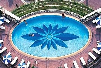 Lát gạch trong thi công bể bơi